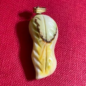 🖤Peanut 🥜 handcarved MOP pendant